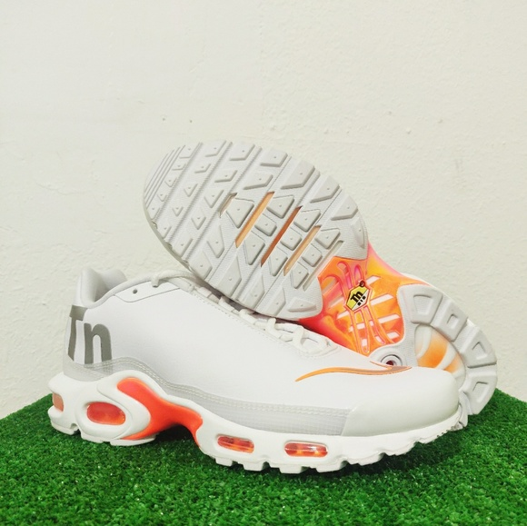 hot sales 77b68 1be44 Nike Air Max Plus TN SE Big Logo White Orange